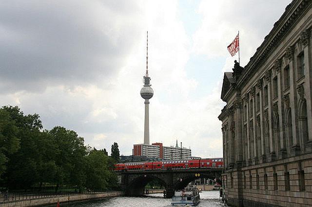 Blick zum Funkturm Alexanderplatz