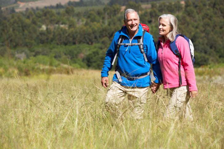 ein Paar beim Wandern