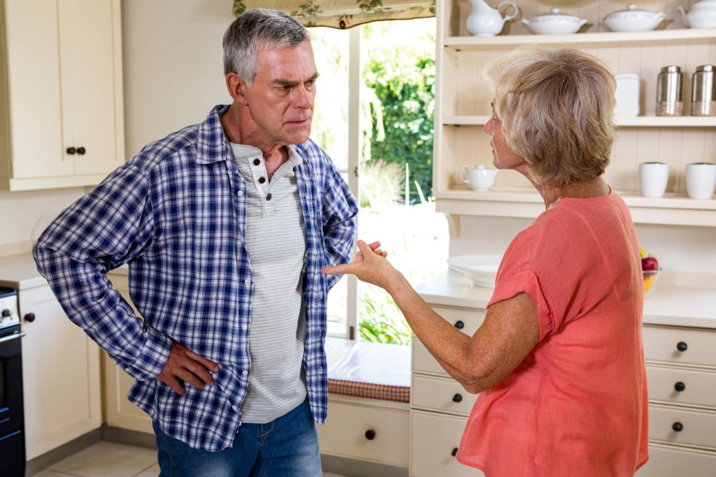 Älteres Paar beim Streiten