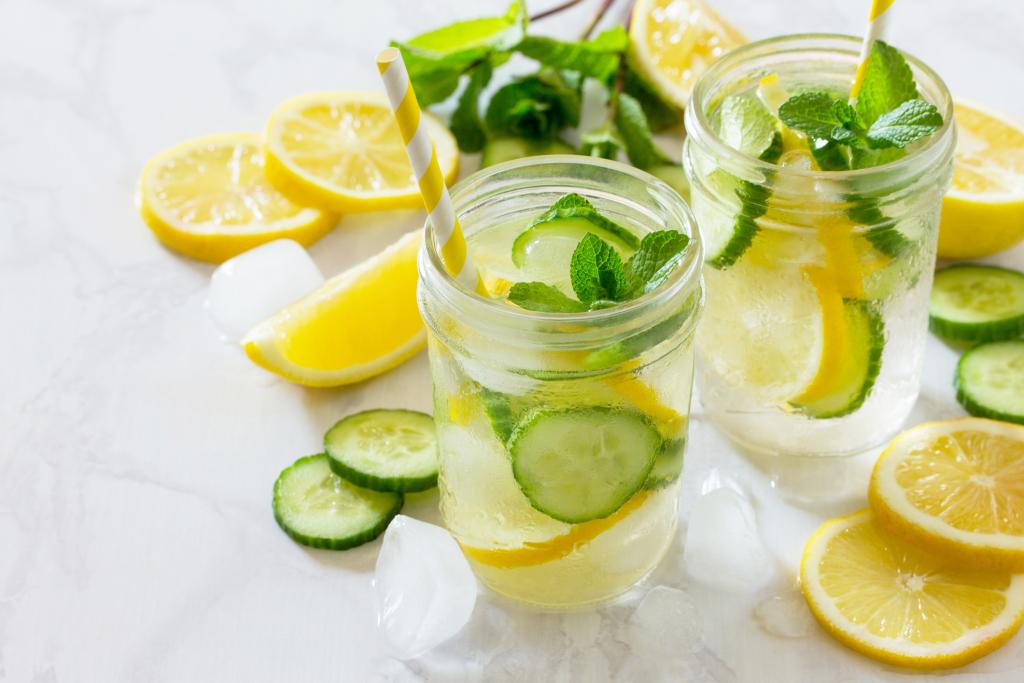 Gläser mit Infused Water