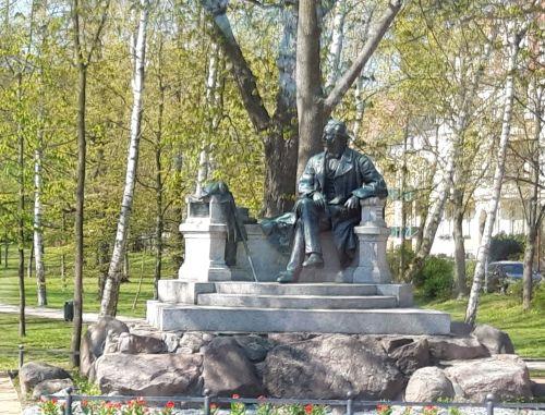 Fontane Denkmal Neuruppin_Rose56
