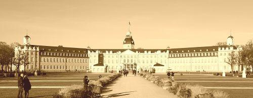 20161210_144218_Schloss_Karlsruhe_Sepia.jpg