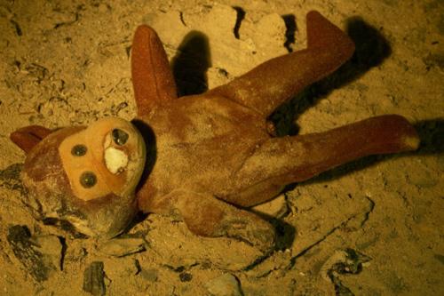 Ein alter verschlissener Teddybä