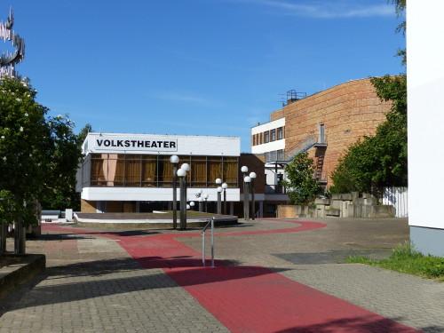Vorplatz_Volkstheater_Rostock.jpg