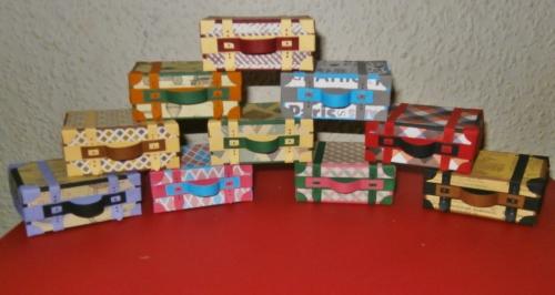 Koffer als Verpackung für kleine Geschenke.jpg