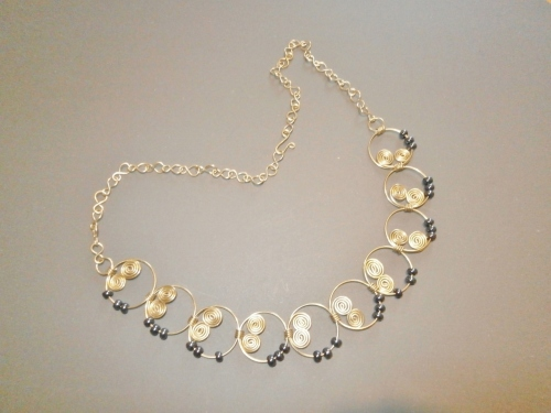 Halskette aus Messingdraht.jpg