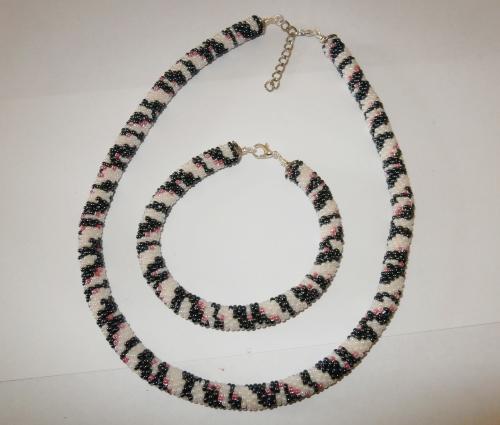 Halskette+Armband aus Rocailles-Perlen.JPG