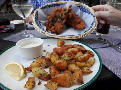 Backhendl - auf Sonderwunsch mit Bratkartoffeln