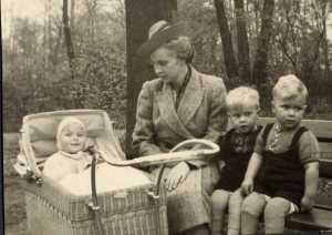 hartes183 mit seiner Mutter und seinen Geschwistern in den 1940er Jahren