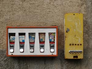 Kaugummi- und PEZ-Automat in Wiernsheim-Iptingen (Enzkreis)