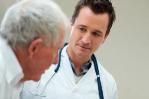 Arzt im Gespräch mit Patienten, © Yuri Arcurs - Fotolia.com
