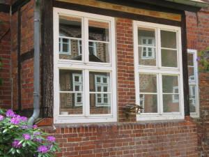 LM32_Fenster_die_in_Fenstern_spiegeln.JPG