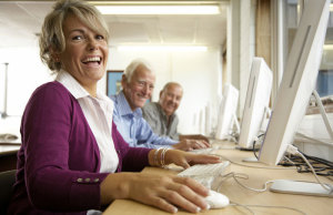 Frau und Maenner am PC