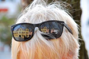 DSC_0280.JPG in der Brille spiegelt sich der Marktplatz