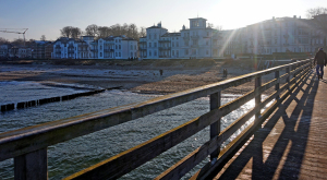 Blick auf die Perlenkette von der Seebrücke aus