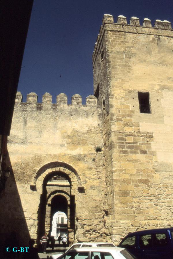 Carmona_Alcázar-de-la-Puerta-de-Sevilla_.jpg