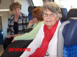 Karin, Marga und Barbara warten auch schon