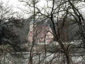 Aus dem 13. Jahrhundert stammende Feldsteinkirche,jetzt verputzt