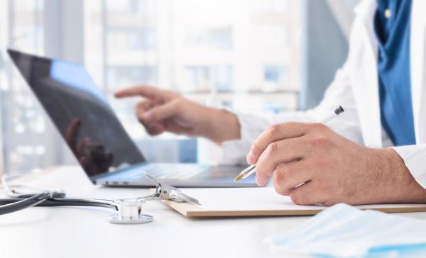 Online-Sprechstunde beim Arzt