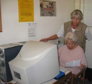 Trudel und Anneliese am PC