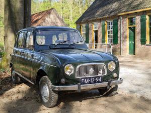 Foto eines schwarzen Renault 4