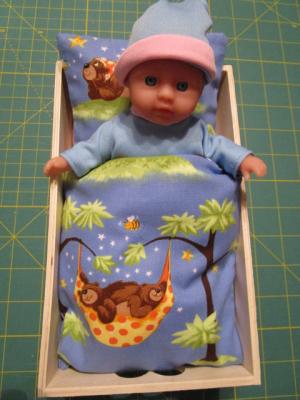 IMG_0096.JPG Puppenbett mit richtiger Bettwäsche.Und Matratze für Paula.Für Paula.