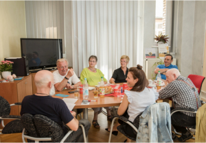 Gruppe diskutiert über Wadenkrämpfe