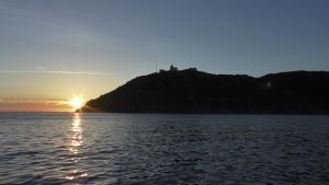Vom Boot aus genieße ich den Sonnenuntergang!
