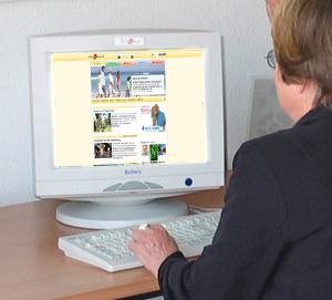 Frau vor dem PC 2015
