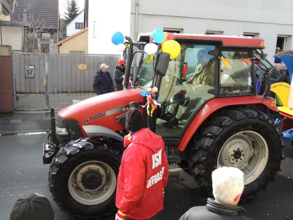 Traktor beim Faschingsumzug
