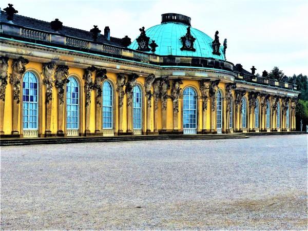 Vor dem Schlossvorplatz.