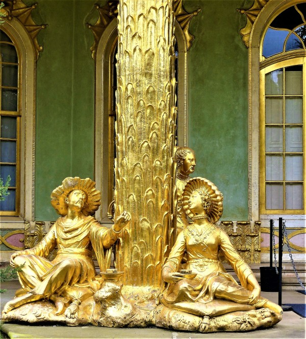 Die vergoldeten Figuren vom Teehaus