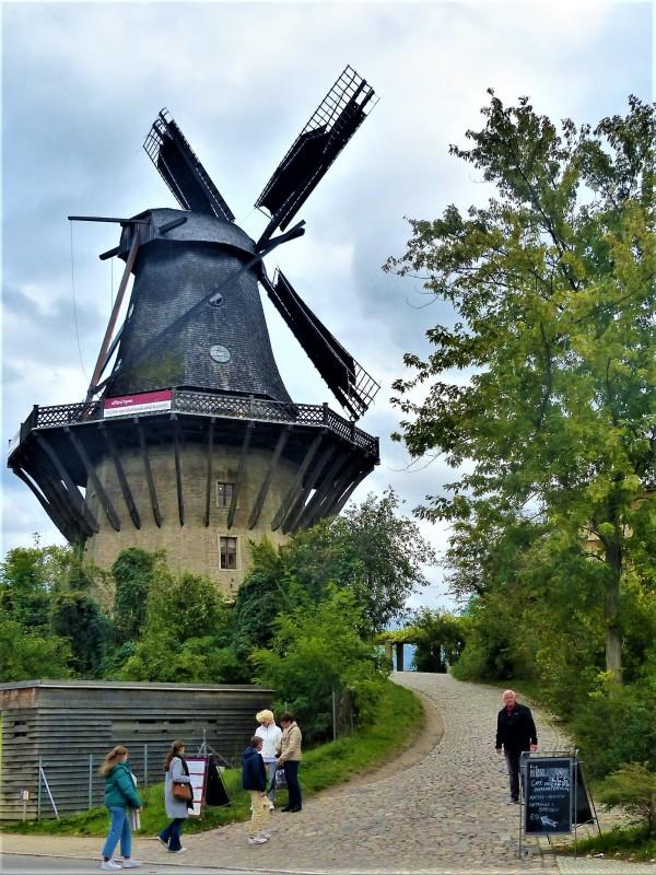 Die Windmühle. Zurück zum Parkplatz