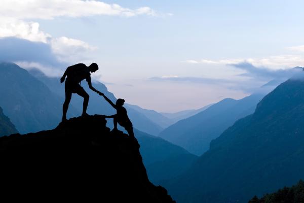Bergsteiger erreichen Gipfel