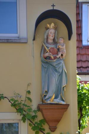 zahlreiche Heiligenfiguren gibt es hier zu bewundern