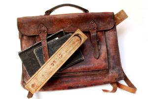 eine alte Lederschultasche