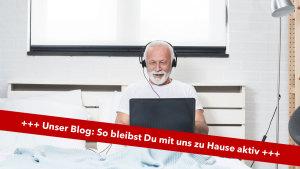 Mann vor dem PC im Bett