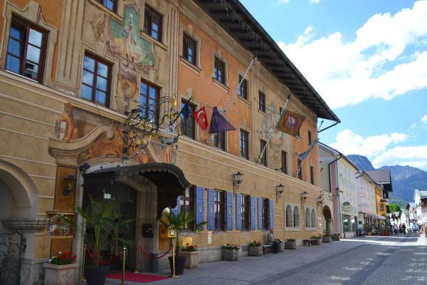 Die historische Ludwigstrasse im Ortsteil Partenkirchen