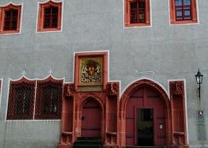 Ein Portal der Domherrenhöfe mit Wappen der Domherren