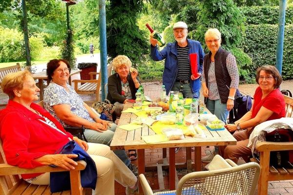 Feierabend-Regionalgruppe bei Einkehr im Britzer Garten