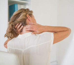 Frau hat Muskel-Schmerzen