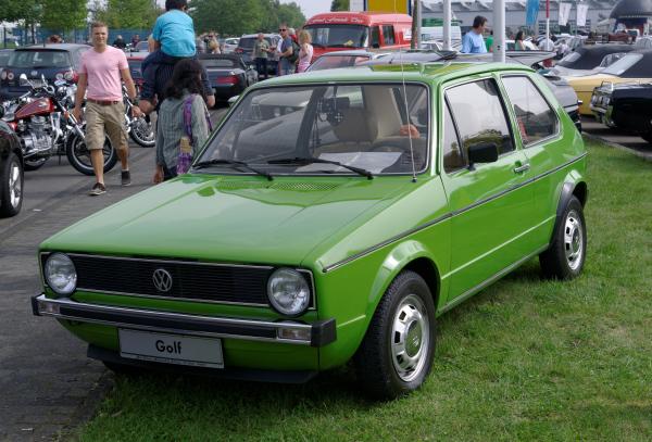 Grüner VW Golf 1