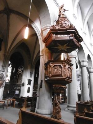 Grundriß ist ein lateinisches Kreuz, Kanzel 1680