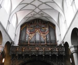 Orgel überm Hauptausgang