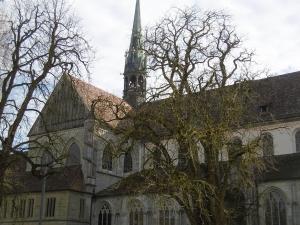 Das KN-Münster hat 2 Türme, hier der ältere 12. JH,