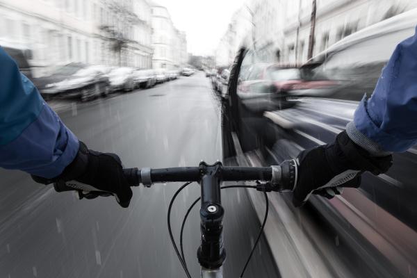 Mensch auf Fahrrad auf Straße