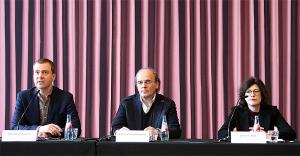 PK zur Ausstellung v.l.:  - Dr. Philipp Demandt, Leiter des Städel, der Schirn Kunsthalle und der Liebieghaus Skulpturensammlung - Prof. Dr. Vinzenz Brinkmann  - Dr. Julia Cloot, Kultufonds Rhein-Main