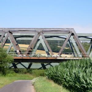 mf154_unter_der_Eisenbahn_durch.JPG
