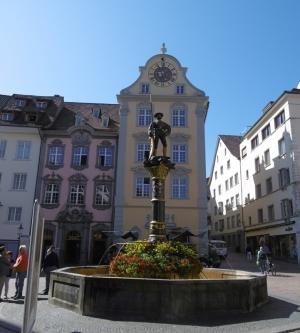 Erst der Bummel durch die Altstadt, Gebäude mit austronomischer Uhr