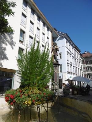 Mohrenbrunnen von 1535, Kaspar von den Heiligen Drei Königen, Symbol für wohlhabenden Stadtbürger